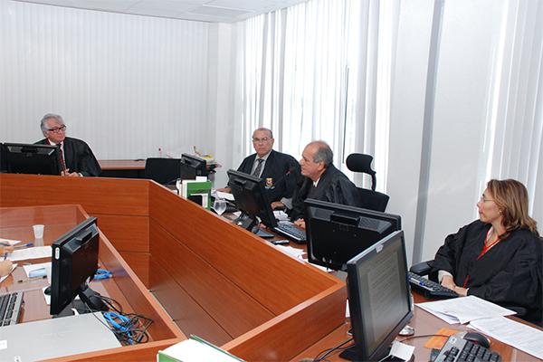 Liminar suspende lei aprovada por Câmara de São Bento que criou 65 cargos no Executivo