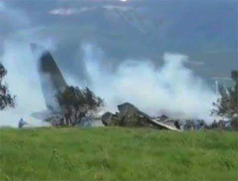 Queda de avião militar deixa mais de 180 mortos