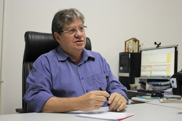 João Azevêdo vai reunir partidos aliados para discutir composição da chapa na próxima semana