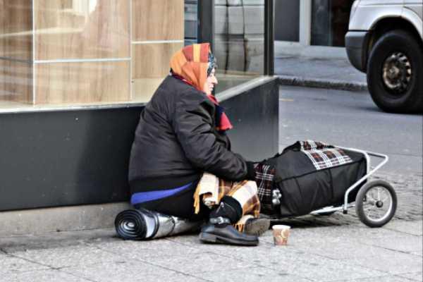 Sem-teto encontrada morta na rua tinha R$ 4,5 mi em conta bancária