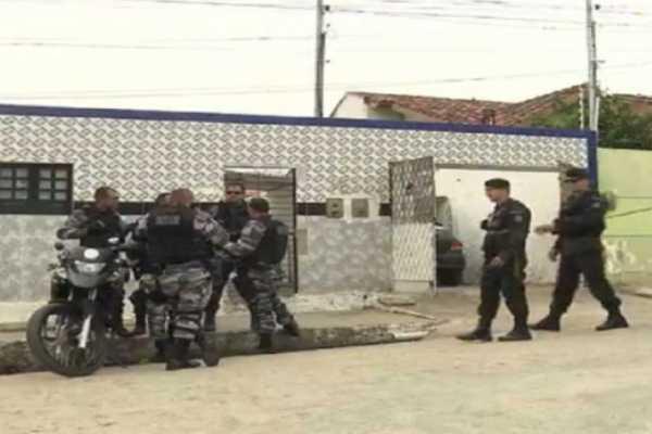 """Polícia descobre quartel da gangue da """"marcha ré"""" em CG"""