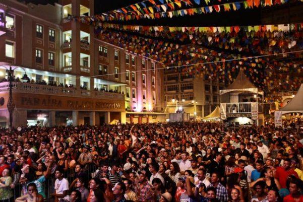 Jairo Madruga, Forró Caçuá e Cavalo de Pau fazem a festa neste domingo no Ponto de Cem Réis