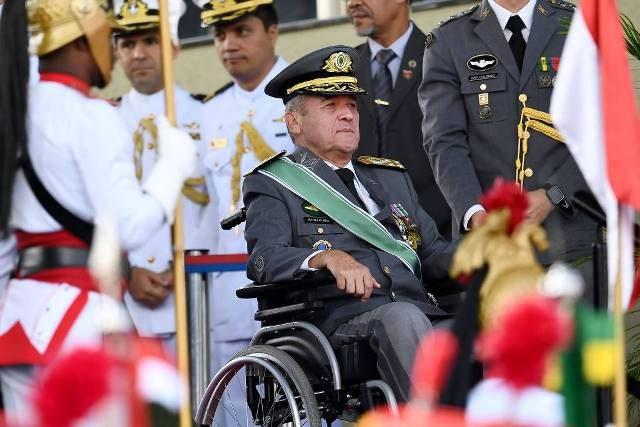 """""""Bolsonaro não é volta dos militares, mas há o risco de politização de quartéis"""", diz Villas Bôas"""