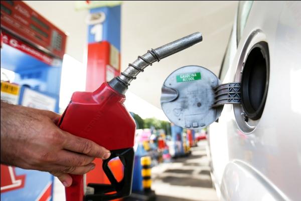 Petrobras reduz em 0,48% preço médio da gasolina nas refinarias