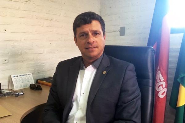 Em Cabedelo: Vitor Hugo se surpreende com suspensão de eleições, mas se mantém dedicado à reeleição