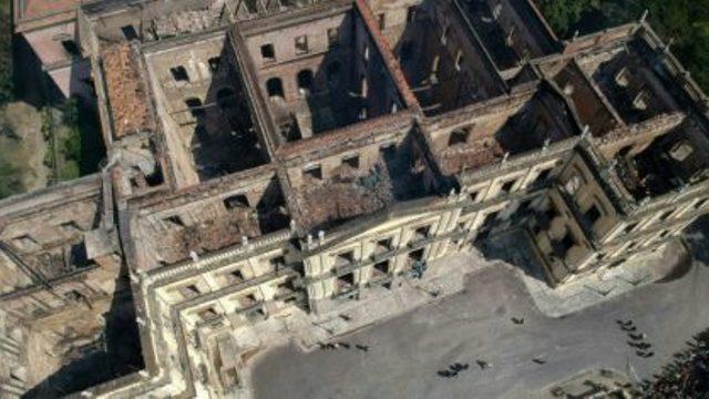 Museu Nacional encontra 1.500 objetos sob escombros