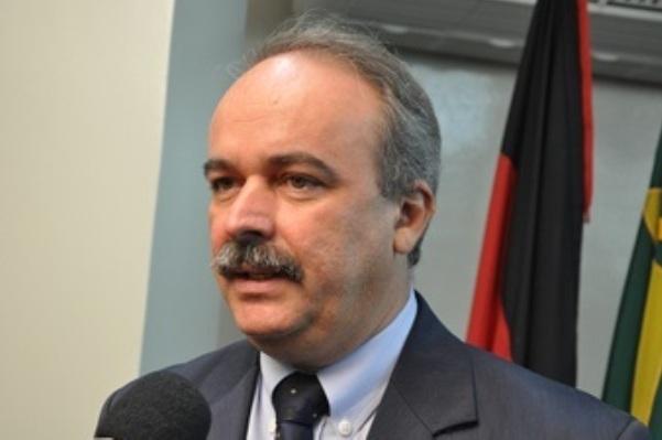 """Deputado sobre gestão Romero Rodrigues, em Campina Grande: """"13º provavelmente não vai pagar"""""""