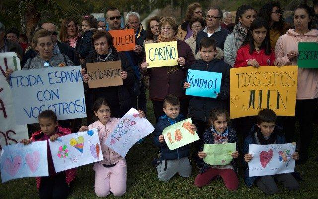 Resgate de menino preso em poço na Espanha pode demorar dias; veja fotos