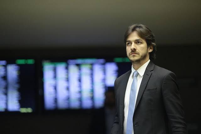 De tanto jogar apenas para a platéia, Pedro Cunha Lima vai acabar sem mandato