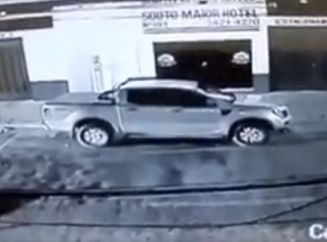 Mulher furta carro de Alcymar Monteiro no sertão da Paraíba