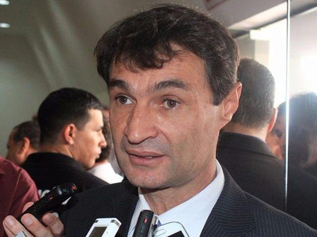 Mesmo alegando crise na prefeitura de Campina Romero Rodrigues continua a pagar gordos salários aos seus parentes
