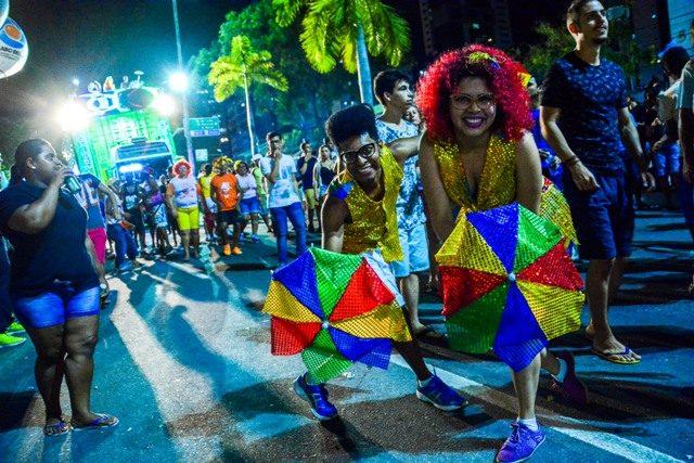 Folia de Rua começa hoje com show de Márcia Fellipe e saída de 7 blocos; confira programação