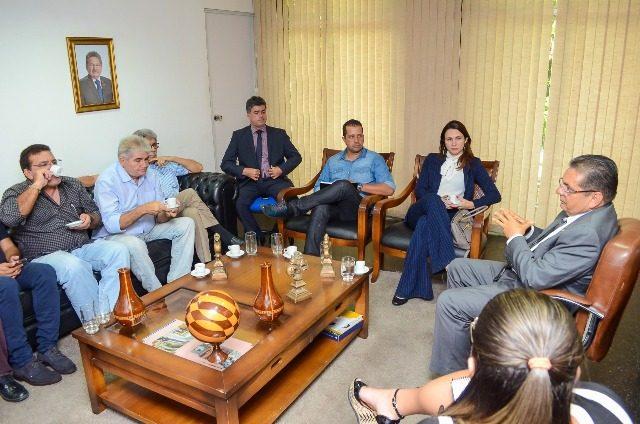 Adriano Galdino discute investimentos no futebol paraibano com presidente da FPF e clubes