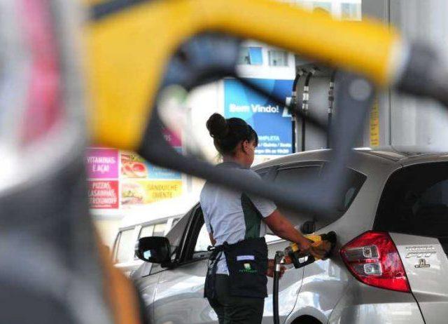 Petrobrás aumenta gasolina em 5,6% e preço dispara no governo de Bolsonaro