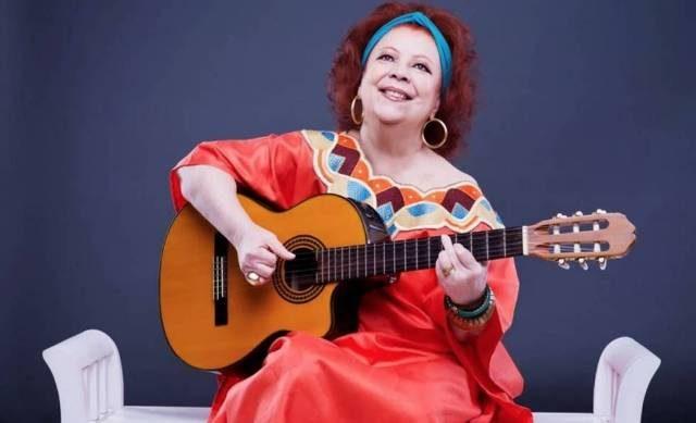 Morre Beth Carvalho, a madrinha do samba, aos 72 anos