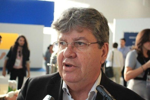 João Azevêdo anuncia pagamento da primeira parcela do 13º salário para esta quarta-feira
