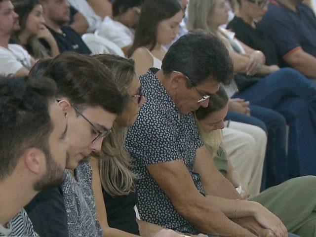 Em JP, amigos e familiares se reúnem em missa de celebração aos 30 dias da morte de Gabriel Diniz