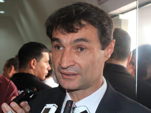 'Sistema Temporal' adotado por Romero em Campina obriga passageiros dos ônibus a pularem as catracas