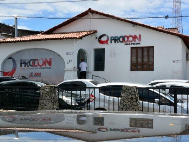 Procon-JP autua 40 estabelecimentos da Capital que 'privatizam' estacionamento público