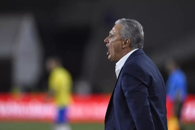 """Após derrota contra o Peru, Tite reclama de estado de gramado: """"está errado, não pode acontecer"""""""