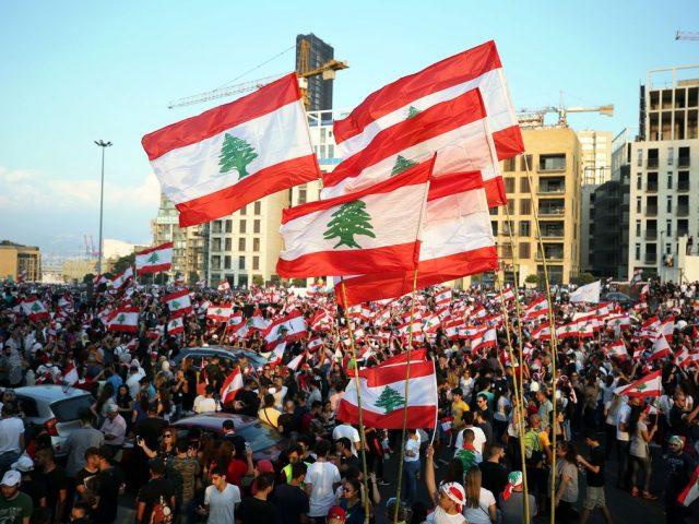 Premiê do Líbano renuncia em meio a protestos