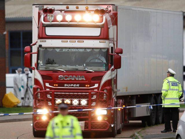 Vítimas encontradas em caminhão na Inglaterra eram chinesas, diz polícia britânica