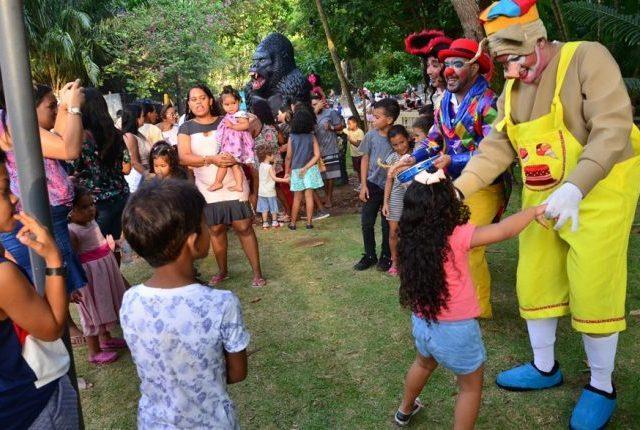 Praça da Independência recebe espetáculo de cantigas e brincadeiras populares neste domingo