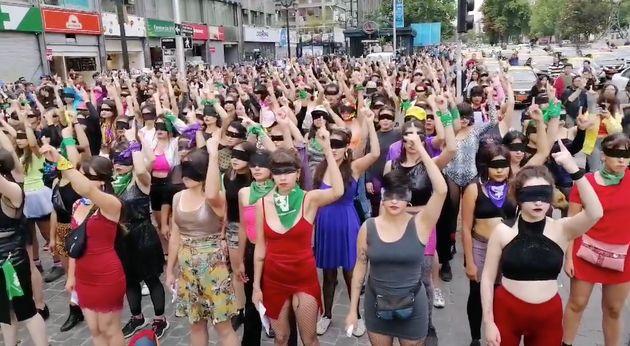 """""""O estuprador é você"""": brasileiras aderem a protesto viral criado no Chile"""