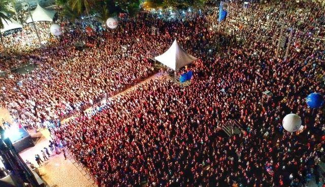"""Segundo dia do Festival """"Louvor e Adoração"""" reúne mais de 200 mil pessoas e movimenta a Capital paraibana"""